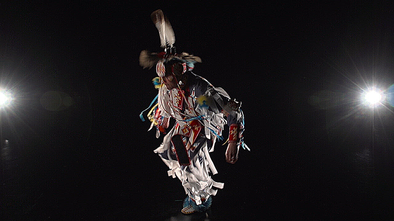 Native American dancer on ¡COLORES!