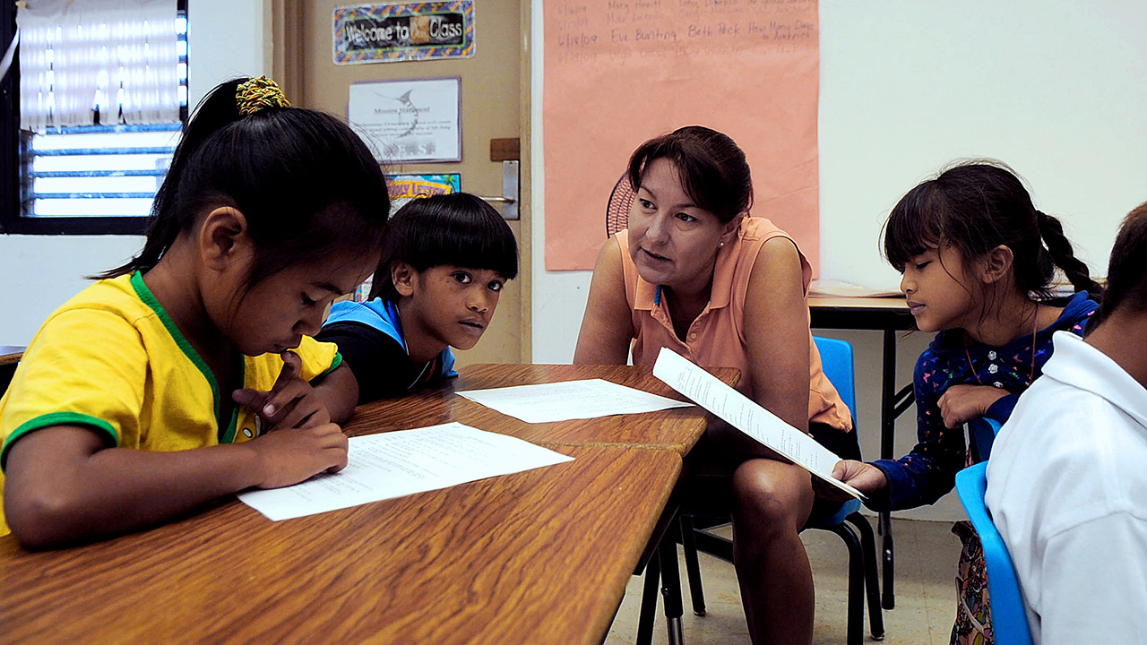 mexicans and native americans in schools The right of indian tribes and other native american governing bodies to use the native american languages as a medium of instruction in all schools funded by the secretary of the interior is recognized (104, 5.