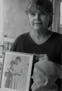 Quirina-w-photo-of-Isabel